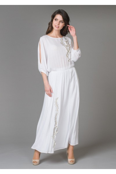 Белое длинное женское нарядное платье с золотистой вышивкой