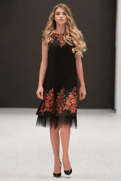 Женское нарядное черное платье с цветочным орнаментом