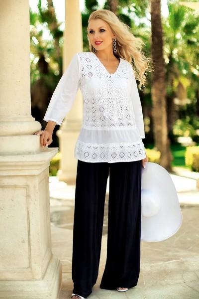 Белая легкая летняя блуза свободного кроя