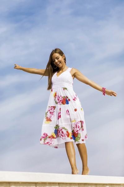 Белое летнее платье с вышивкой принтом хлопок