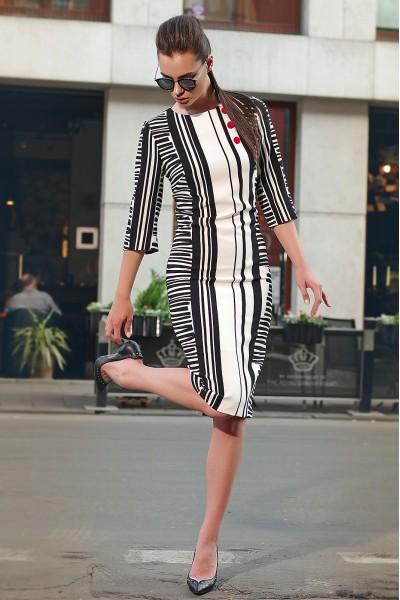 Lyushe черно-белое платье с красными пуговицами