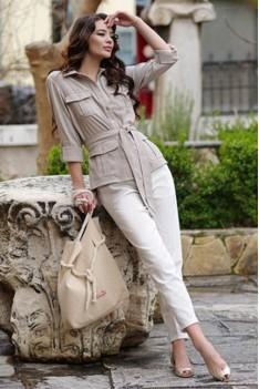 Белый брючный комплект с блузкой бежевой