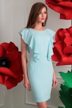 Нарядное голубое платье полуприлегающего силуэта с декоративной шнуровкой.