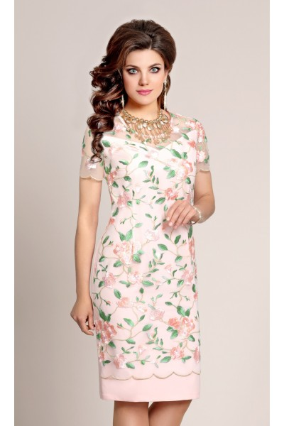 Нарядное женское розовое платье с цветочной вышивкой